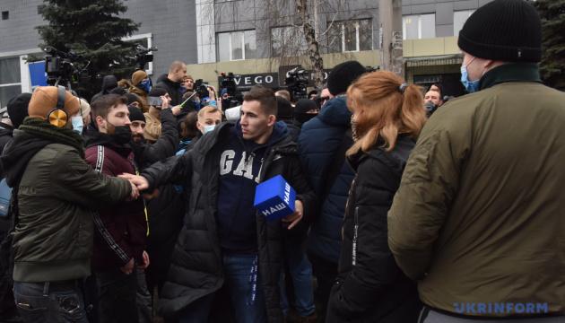 Столкновения под телеканалом «Наш» прокомментировали в полиции