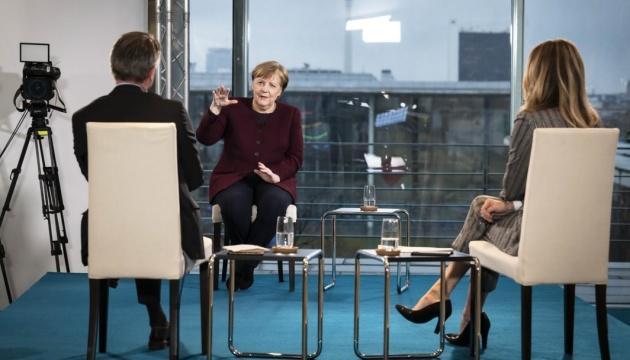 Меркель сподівається, що ситуація з коронавірусом полегшиться до осені