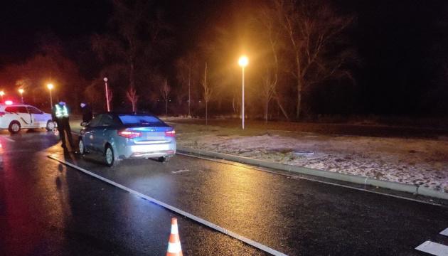 В Энергодаре легковой автомобиль сбил трех военных