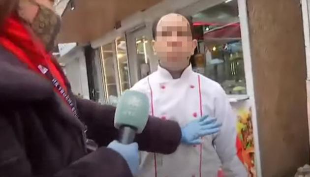 Оголосили підозру чоловіку, який вкусив оператора телеканалу