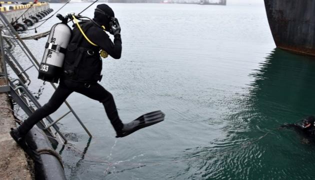 Водолази-спецпризначенці у порту Одеси вчилися шукати диверсійні засоби