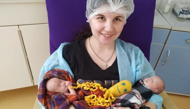 Народилися на 28 тижні: львівські лікарі врятували двійнят, які були у комі на ШВЛ