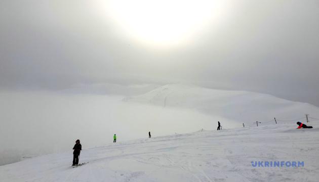 Зимний лук самого высокого горнолыжного курорта Украинских Карпат
