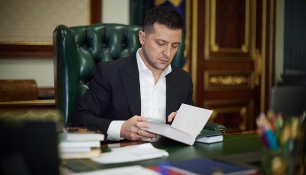 «Маячня космічного масштабу»: Зеленський спростував фейк про заборону книг Булгакова