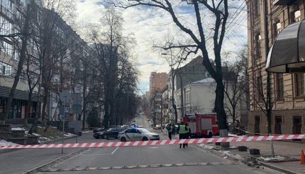 У центрі Києва перекрили вулицю через підозрілий предмет