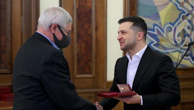 Зеленский наградил полярников антарктической станции «Академик Вернадский»