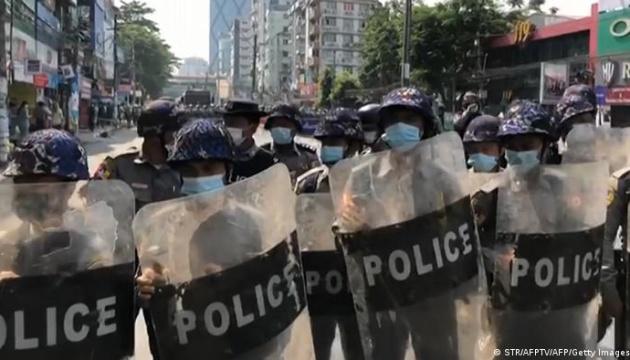 У М'янмі затримали понад 140 протестувальників