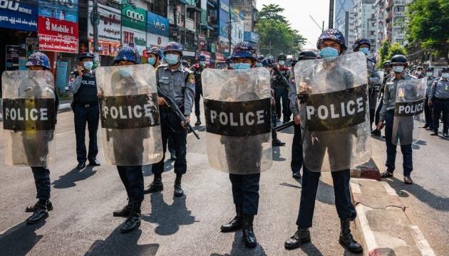У М'янмі силовики знову відкрили вогонь по демонстрантах: є загиблі