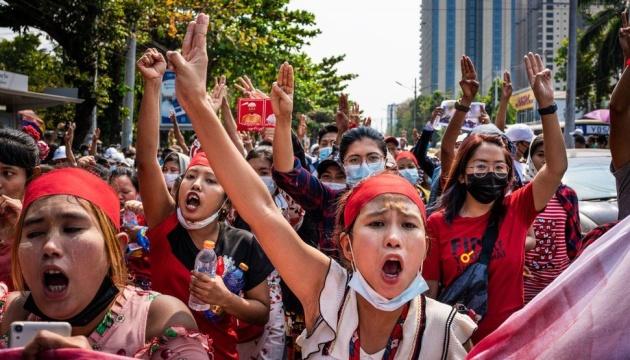 Евросоюз осудил убийства демонстрантов в Мьянме