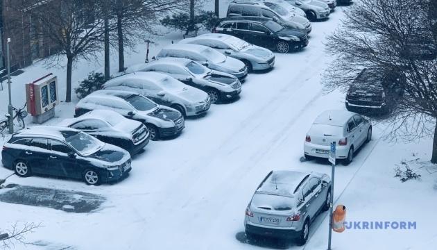 Снегопад остановил движение транспорта в Германии