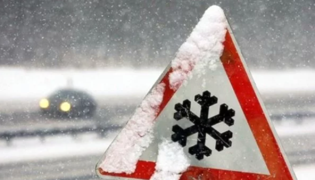 На Львівщині вирує Балканський циклон, водіїв просять утриматися від поїздок
