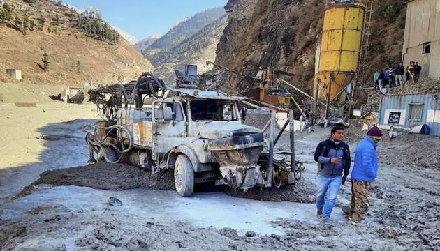 В Индии уже нашли 10 человек, погибших в результате таяния ледника