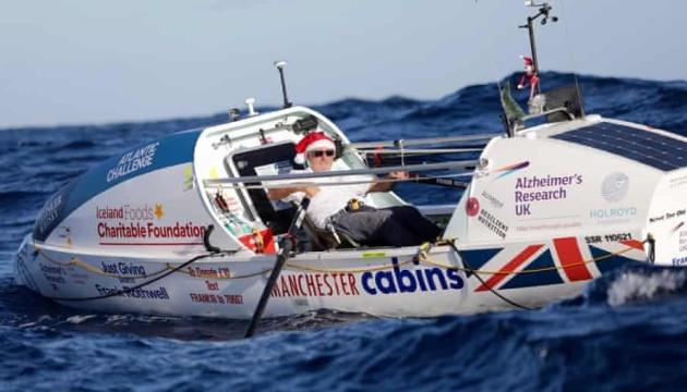 70-річний британець став найстаршою людиною, яка човном перетнула Атлантику