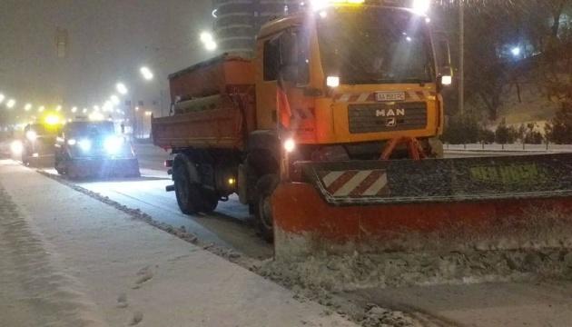 Główne drogi Ukrainy oczyszcza 1530 jednostek sprzętu