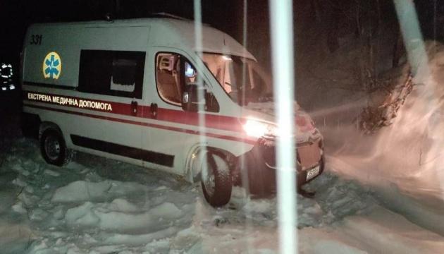 На Вінниччині із заметів витягли три автівки та «швидку»