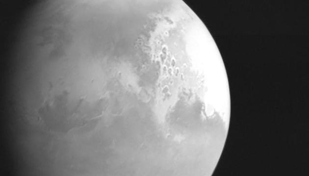 Китайський зонд показав перше зображення Марса
