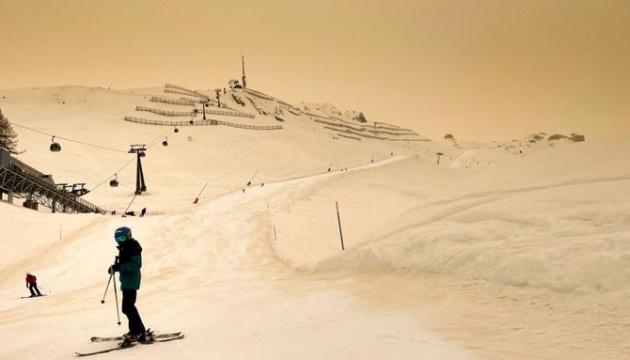 У Чехії й Словаччині випав кольоровий сніг