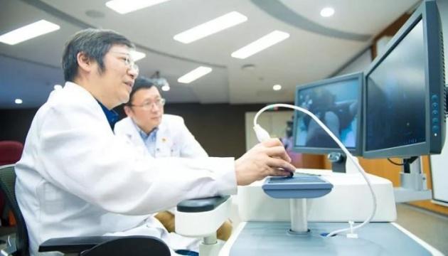 У Китаї 5G-робот «оглянув» пацієнтку на відстані 400 кілометрів