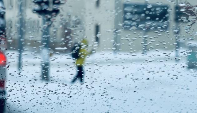 Кілометрові затори та скасовані авіарейси: на Німеччину налетів зимовий шторм