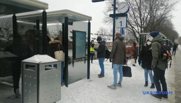 У Нідерландах через сніг другий день поспіль - транспортний колапс