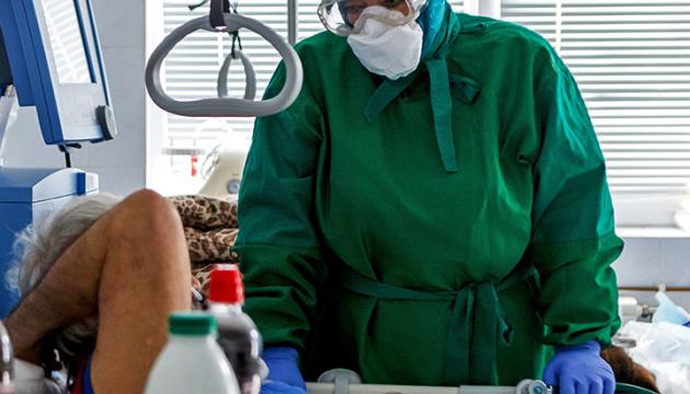 Количество COVID-случаев в мире превысило 110 миллионов