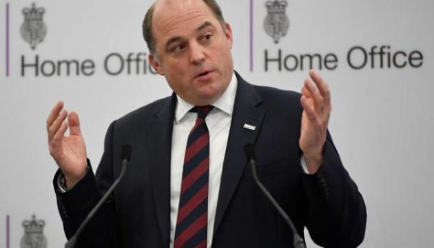 Глава міноборони Британії попереджає про можливість хімічних і біологічних атак