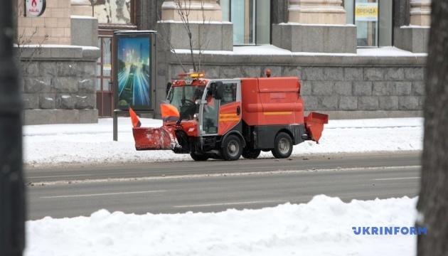 За добу зі столичних вулиць вивезли 350 тонн снігу - КМДА