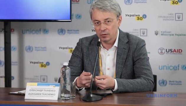 Ткаченко считает, что со штрафами за нарушение языкового закона нужно подождать
