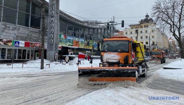 Kyjiw: 350 Tonnen Schnee binnen 24 Stunden von Straßen abtransportiert