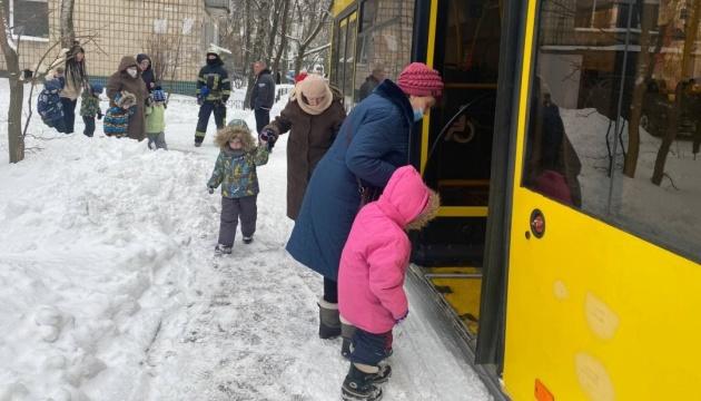 У столичному дитсадку сталася пожежа: рятувальники евакуювали 124 дитини