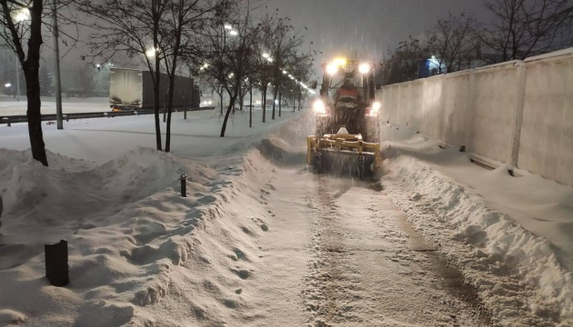 Україну чистять від снігу понад 1,2 тисячі машин