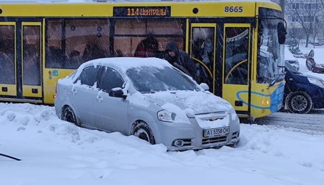 Київ ввів оперативне положення для транспорту - без дотримання графіка руху