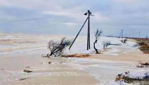 У Кирилівці розмита дорога заблокувала на базах відпочинку близько 80 людей