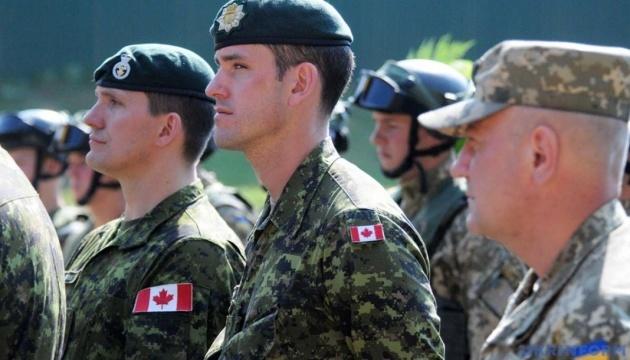 Instructores de nueve países entrenan a militares ucranianos