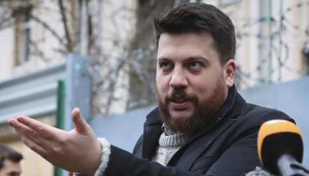 Суд заочно арештував соратника Навального Волкова