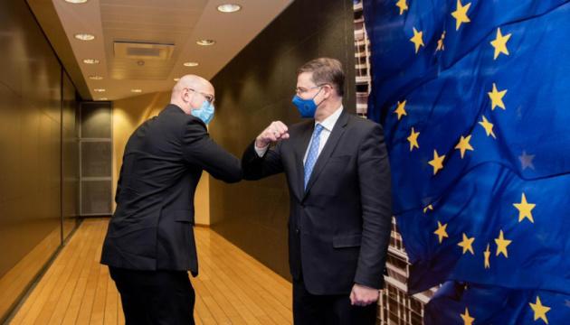 ЄС готовий почати розгляд лібералізації торгівлі з Україною – Домбровскіс