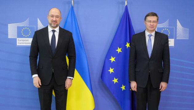 Україна продовжить розвивати ринкові відносини для зменшення впливу монополій – Шмигаль