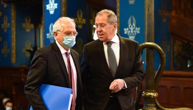 Збентежений Боррель обіцяє Кремлю наслідки