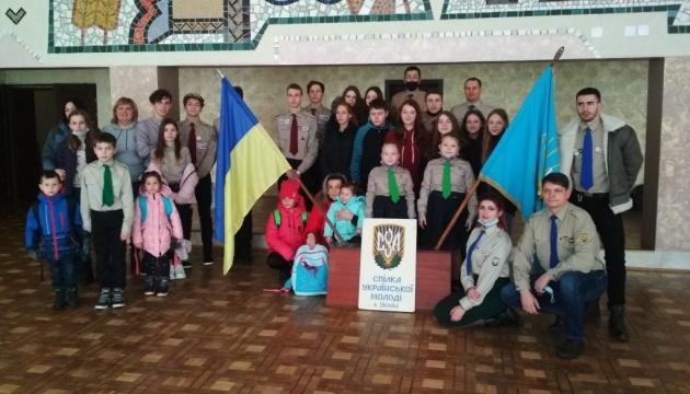 У Калуші та на Хмельниччині діти воїнів АТО/ООС отримали подарунки від діаспори