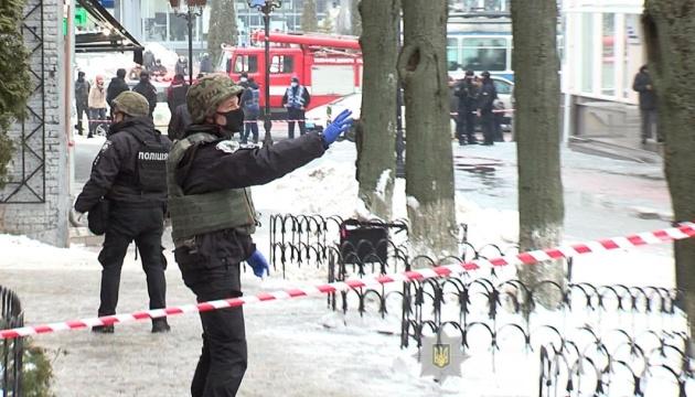 В Виннице мужчина угрожал взорвать магазин сладостей