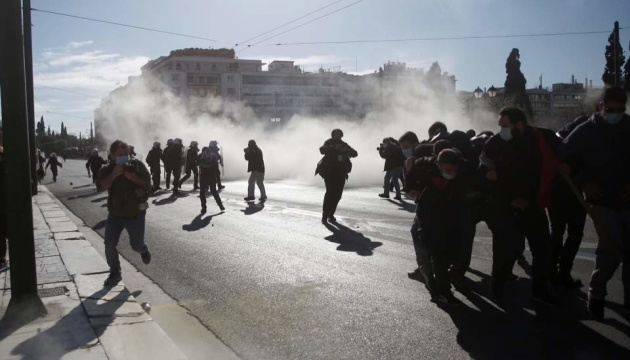 В Афінах — знову сутички поліції з учасниками студентських протестів