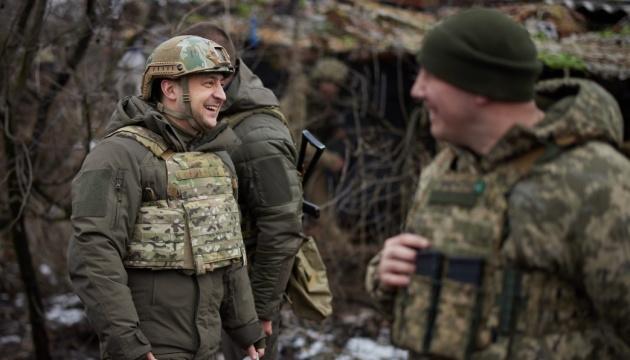 ゼレンシキー大統領、ドンバスの衝突ライン近くを視察