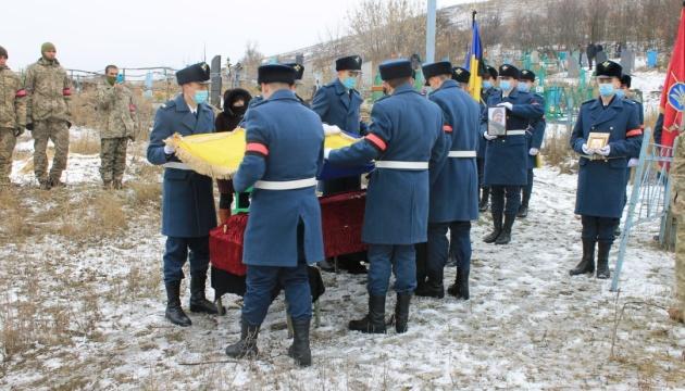 На Луганщині поховали 23-річного військового, який загинув в зоні ООС