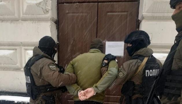 Поліція впіймала вандалів, які облили фарбою пам'ятник Бандері у Львові