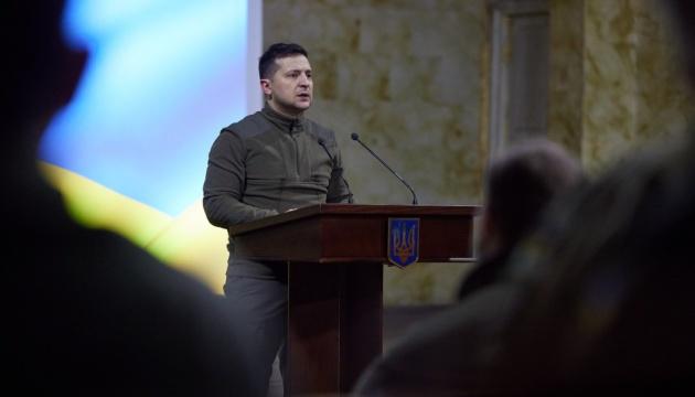Зеленський відзначив добровольців нагородами, 64 з яких – посмертно
