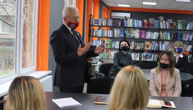 Студентку херсонського вишу не випустили з Криму для складання сесії - ректор