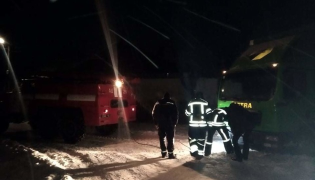 В Винницкой области из заносов спасли авто с «пакетом малыша»