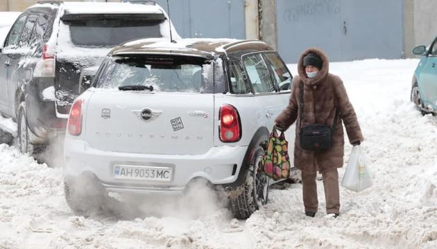 Снег и мороз усилятся: какие области в выходные заметет больше всего