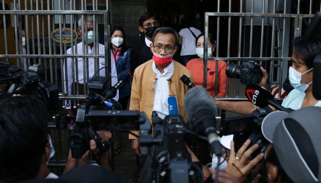 У М'янмі військові звільнили понад 23 тисячі в'язнів