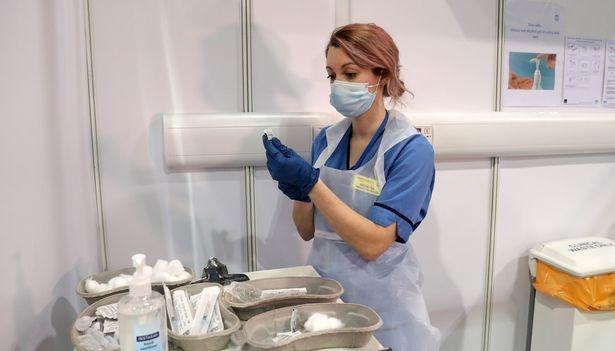 Британський уряд сподівається взяти коронавірус під контроль до кінця року